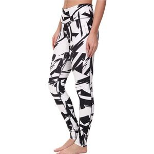 Nike Abstract Print Leggings